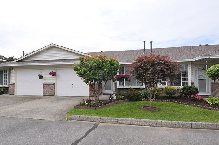 Main Photo: 10 18960 ADVENT ROAD in Pitt Meadows: Central Meadows Townhouse for sale : MLS® # R2077067