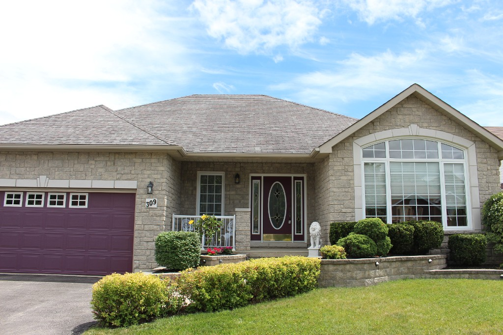 Main Photo: 309 Parkview Hills Drive in Cobourg: Residential Detached for sale : MLS® # 512440066