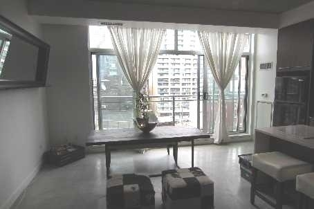 Photo 3: 23 Brant St Unit #701 in Toronto: Waterfront Communities C1 Condo for sale (Toronto C01)  : MLS(r) # C3585879