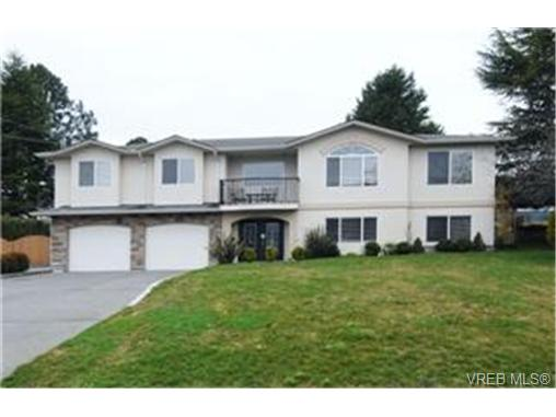 Photo 1: 4378 Viewmont Avenue in VICTORIA: SW Royal Oak Single Family Detached for sale (Saanich West)  : MLS® # 242047