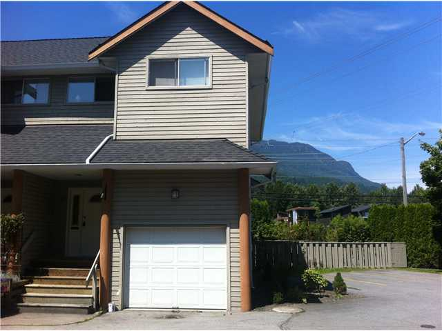 "Main Photo: 8 1700 MAMQUAM Road in Squamish: Garibaldi Estates Townhouse for sale in ""MOUNTAIN  MEWS"" : MLS® # V960536"