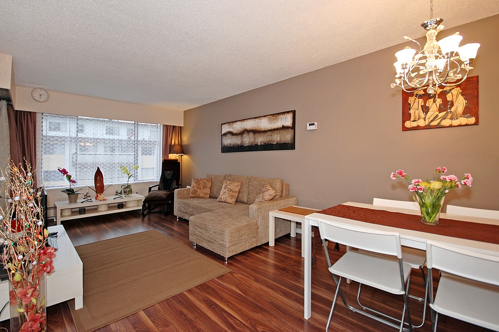 "Photo 3: 206 436 7 Street in New Westminster: Uptown NW Condo for sale in ""REGENCY COURT"" : MLS® # V989182"