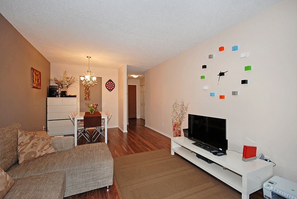 "Photo 5: 206 436 7 Street in New Westminster: Uptown NW Condo for sale in ""REGENCY COURT"" : MLS® # V989182"