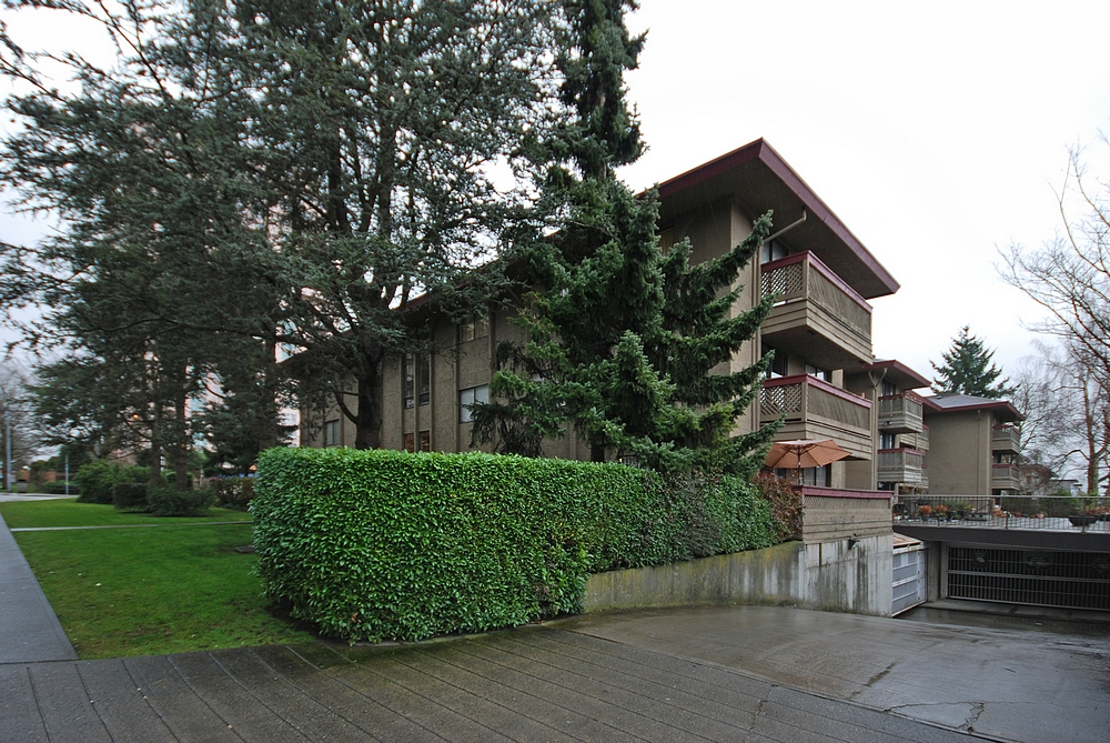 "Photo 14: 206 436 7 Street in New Westminster: Uptown NW Condo for sale in ""REGENCY COURT"" : MLS® # V989182"