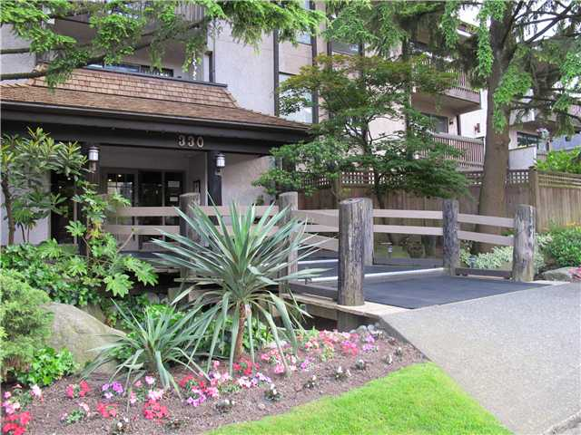 Main Photo: 205 330 CEDAR Street in New Westminster: Sapperton Condo for sale : MLS® # V1012249