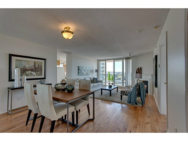 Photo 2: # 901 10 LAGUNA CT in New Westminster: Quay Condo for sale : MLS(r) # V1075024