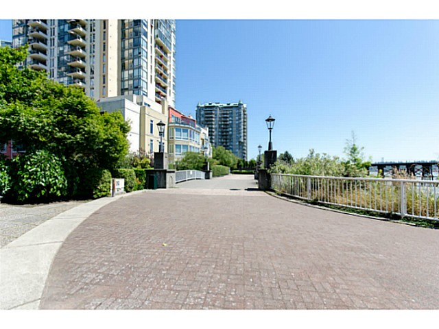 Photo 17: # 901 10 LAGUNA CT in New Westminster: Quay Condo for sale : MLS(r) # V1075024