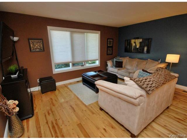Photo 3: 210 Carson Park Drive in LORETTE: Dufresne / Landmark / Lorette / Ste. Genevieve Residential for sale (Winnipeg area)  : MLS(r) # 1419936
