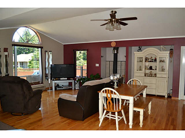 Photo 3: 7847 EAGLE DRIVE in Halfmoon Bay: Halfmn Bay Secret Cv Redroofs House for sale (Sunshine Coast)  : MLS(r) # V1129935