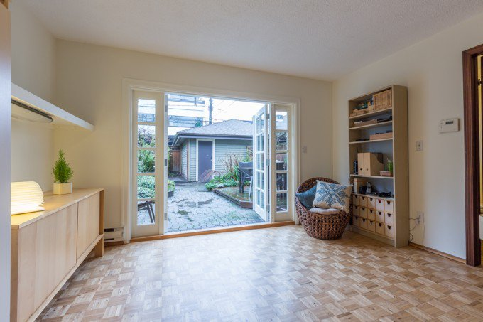 Photo 2: 2964 W 8TH AVENUE in Vancouver: Kitsilano House 1/2 Duplex for sale (Vancouver West)  : MLS(r) # R2030221