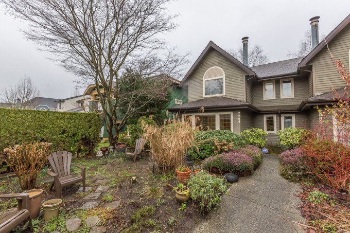 Main Photo: 2964 W 8TH AVENUE in Vancouver: Kitsilano House 1/2 Duplex for sale (Vancouver West)  : MLS(r) # R2030221