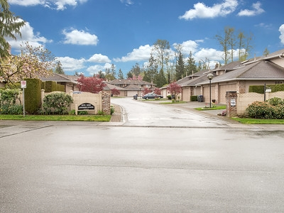 Main Photo: 104-6082 W. Boundary Drive in Surrey: Panorama Ridge Townhouse for sale : MLS®# r2052148