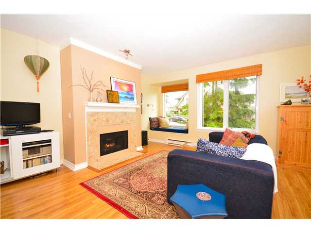 "Photo 2: 317 6707 SOUTHPOINT Drive in Burnaby: South Slope Condo for sale in ""MISSION WOODS"" (Burnaby South)  : MLS(r) # V941103"
