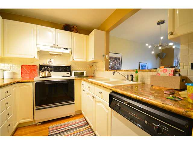 "Photo 5: 317 6707 SOUTHPOINT Drive in Burnaby: South Slope Condo for sale in ""MISSION WOODS"" (Burnaby South)  : MLS(r) # V941103"