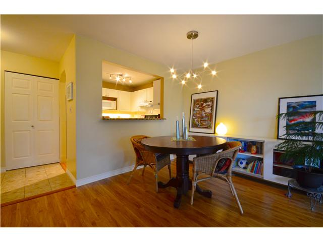 "Photo 4: 317 6707 SOUTHPOINT Drive in Burnaby: South Slope Condo for sale in ""MISSION WOODS"" (Burnaby South)  : MLS(r) # V941103"
