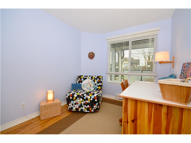 "Photo 8: 317 6707 SOUTHPOINT Drive in Burnaby: South Slope Condo for sale in ""MISSION WOODS"" (Burnaby South)  : MLS(r) # V941103"