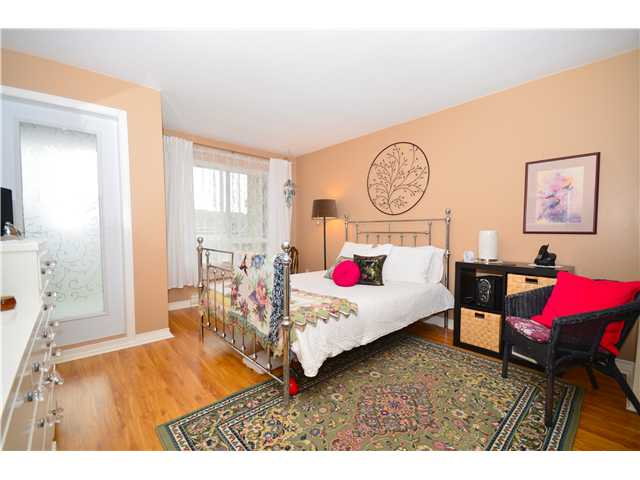 "Photo 6: 317 6707 SOUTHPOINT Drive in Burnaby: South Slope Condo for sale in ""MISSION WOODS"" (Burnaby South)  : MLS(r) # V941103"