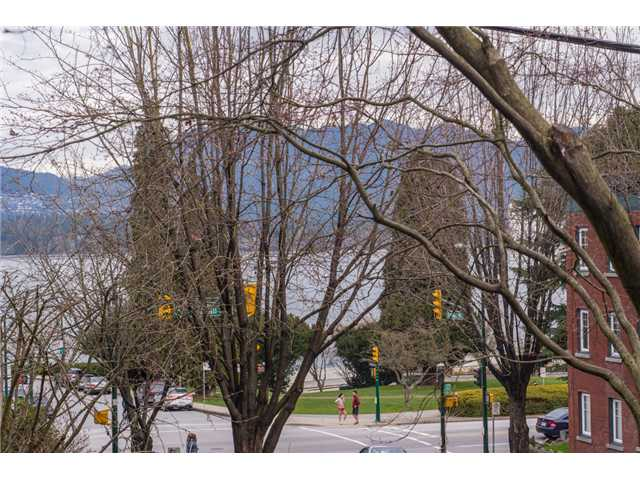 Main Photo: # 105 1575 BALSAM ST in Vancouver: Kitsilano Condo for sale (Vancouver West)  : MLS® # V1108144