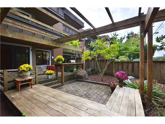 "Photo 13: 216 1405 W 15TH Avenue in Vancouver: Fairview VW Condo for sale in ""Landmark Grand"" (Vancouver West)  : MLS(r) # V1025766"