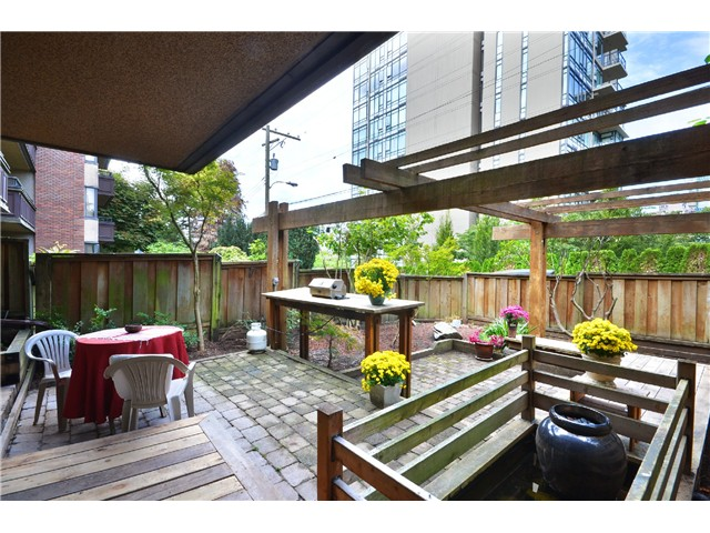 "Photo 12: 216 1405 W 15TH Avenue in Vancouver: Fairview VW Condo for sale in ""Landmark Grand"" (Vancouver West)  : MLS(r) # V1025766"