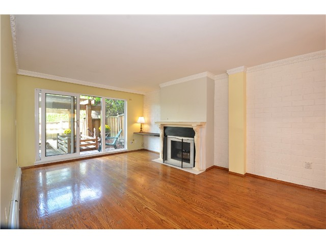 "Photo 3: 216 1405 W 15TH Avenue in Vancouver: Fairview VW Condo for sale in ""Landmark Grand"" (Vancouver West)  : MLS(r) # V1025766"