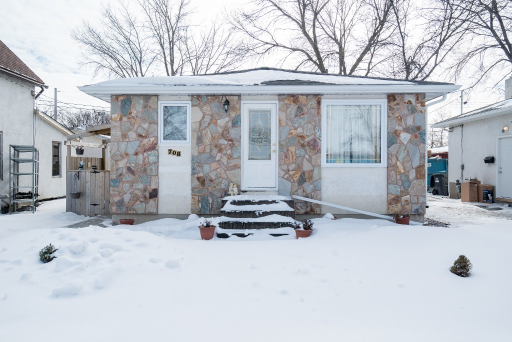 FEATURED LISTING: 708 Manhattan Avenue Winnipeg