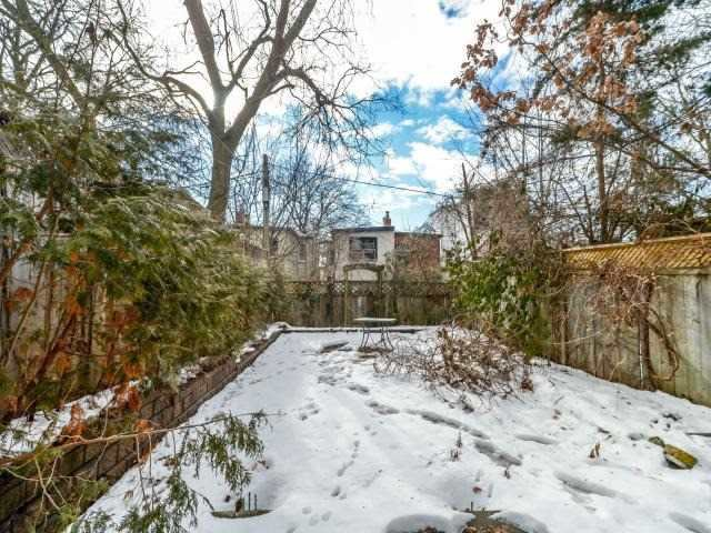 Photo 2: 137 Winchester St in Toronto: Cabbagetown-South St. James Town Freehold for sale (Toronto C08)  : MLS(r) # C3708228