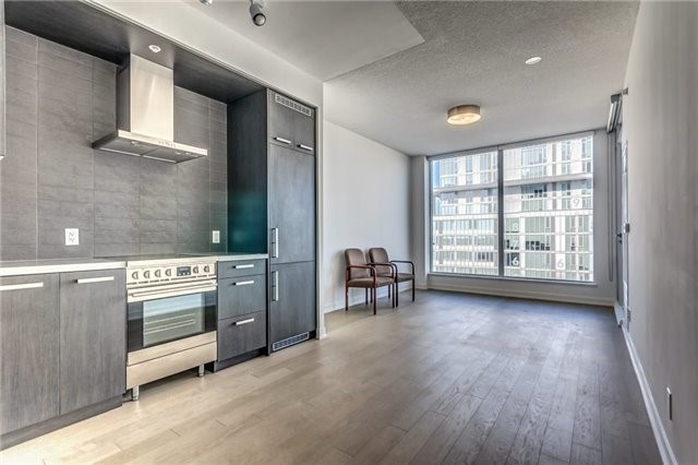 Photo 3: 455 Front St Unit #705 in Toronto: Waterfront Communities C8 Condo for sale (Toronto C08)  : MLS® # C3710790