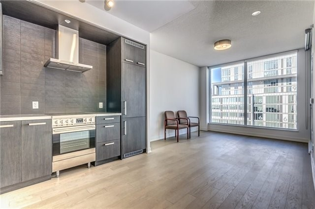 Photo 2: 455 Front St Unit #705 in Toronto: Waterfront Communities C8 Condo for sale (Toronto C08)  : MLS® # C3710790