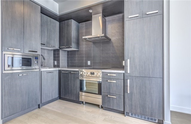 Photo 4: 455 Front St Unit #705 in Toronto: Waterfront Communities C8 Condo for sale (Toronto C08)  : MLS® # C3710790