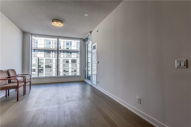 Photo 5: 455 Front St Unit #705 in Toronto: Waterfront Communities C8 Condo for sale (Toronto C08)  : MLS® # C3710790