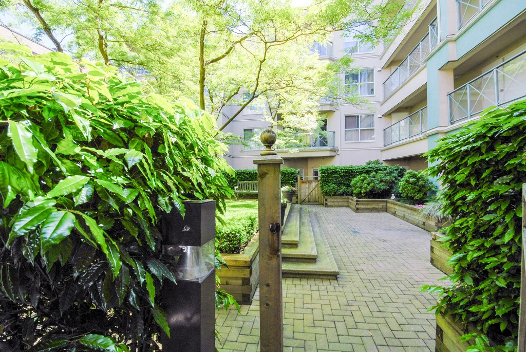 Photo 3: # 120 511 W 7TH AV in Vancouver: Fairview VW Condo for sale (Vancouver West)  : MLS(r) # V1067838