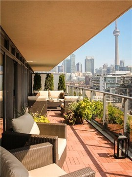 Main Photo: 650 King St W Unit #811 in Toronto: Waterfront Communities C1 Condo for sale (Toronto C01)  : MLS(r) # C3228415