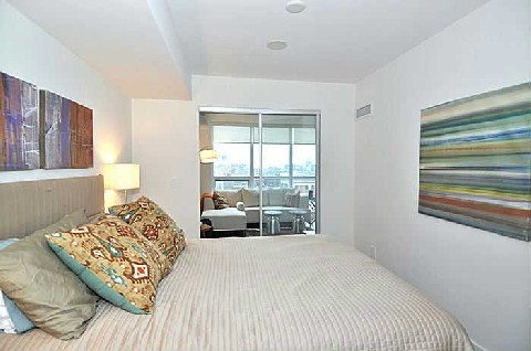 Photo 3: 320 Richmond St E Unit #818 in Toronto: Moss Park Condo for sale (Toronto C08)  : MLS(r) # C2882753