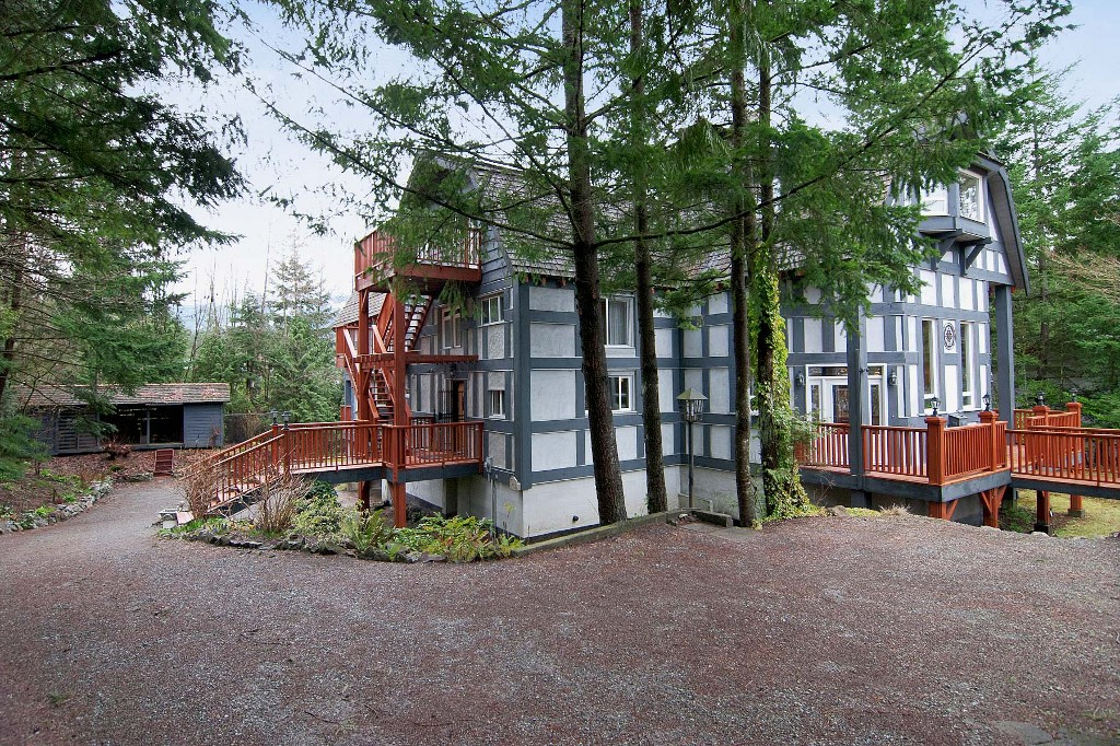 Photo 19: 40402 SKYLINE Drive in Squamish: Garibaldi Highlands House for sale : MLS(r) # V959450
