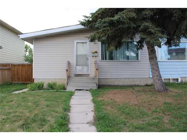 Main Photo: 3107 DOVER Crescent SE in CALGARY: Dover Residential Attached for sale (Calgary)  : MLS(r) # C3633701