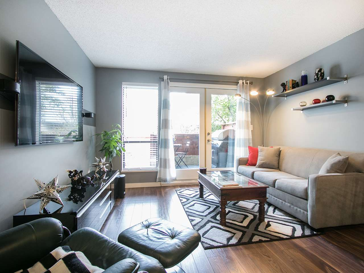 Photo 2: 101 1775 W 10TH AVENUE in Vancouver: Fairview VW Condo for sale (Vancouver West)  : MLS® # R2038742