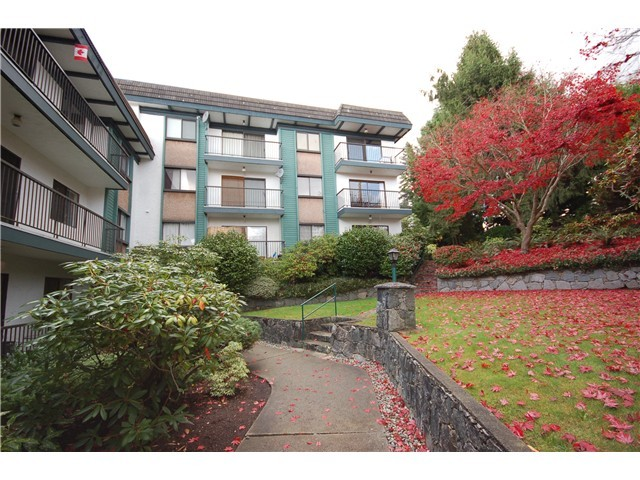 "Main Photo: 109 5450 EMPIRE Drive in Burnaby: Capitol Hill BN Condo for sale in ""EMPIRE PLACE"" (Burnaby North)  : MLS® # V1020859"