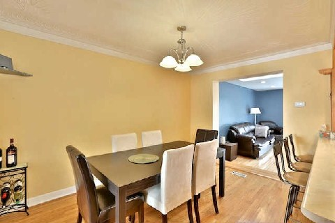 Photo 6: 32 Marlington Cres in Toronto: Downsview-Roding-CFB Freehold for sale (Toronto W05)  : MLS(r) # W2885437