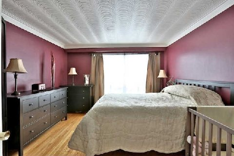 Photo 8: 32 Marlington Cres in Toronto: Downsview-Roding-CFB Freehold for sale (Toronto W05)  : MLS(r) # W2885437