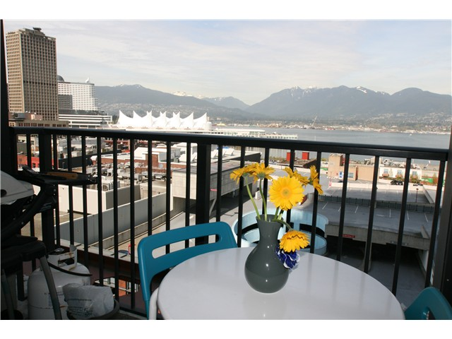 Main Photo: 1401 128 Cordova in Vancouver: Downtown VW Condo for sale (Vancouver West)  : MLS®# V1058798
