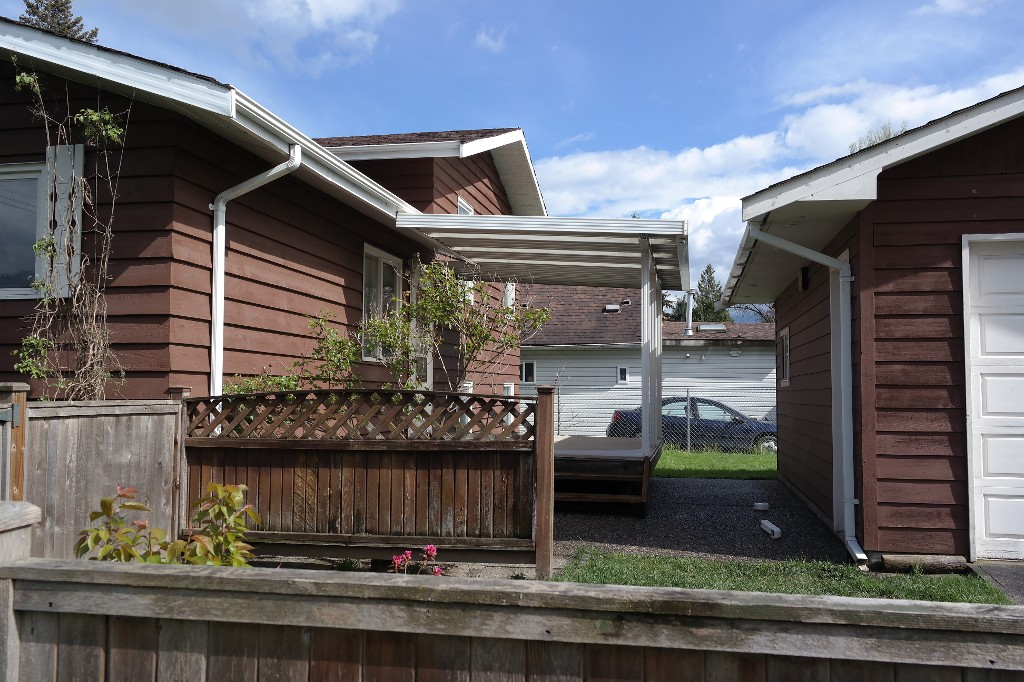Photo 2: 45590 Bernard Avenue in Chilliwack: Chilliwack E Young-Yale House for sale : MLS® # H2151237
