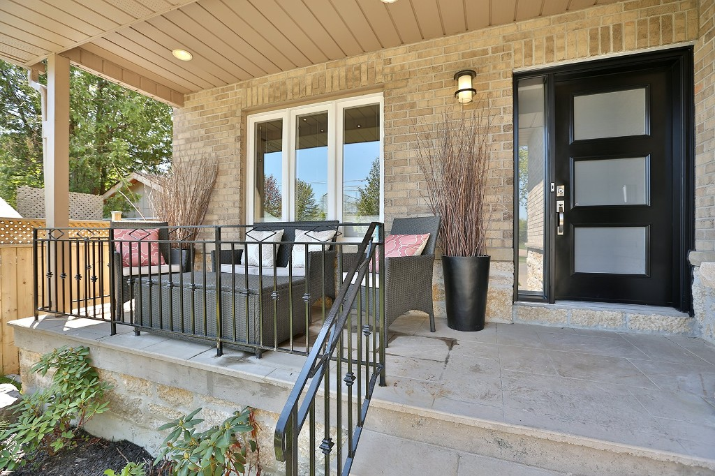 Photo 2: 848 Goodwin Road in Mississauga: Freehold for sale : MLS® # W3213154