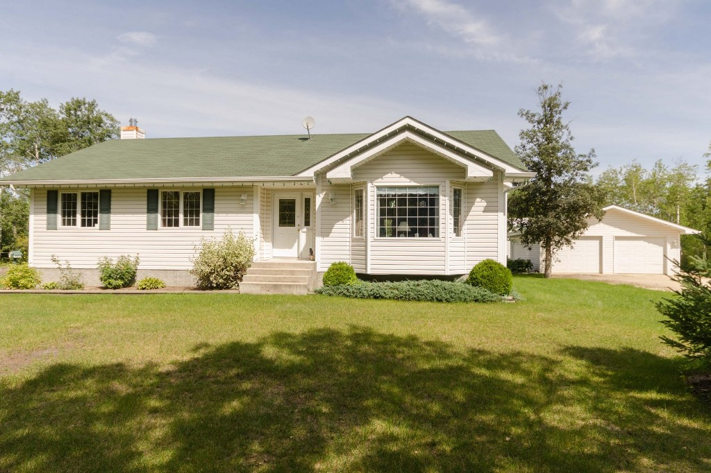 Main Photo: 35139 Cedar Lake Road in RM Springfield: Single Family Detached for sale : MLS® # 1522828