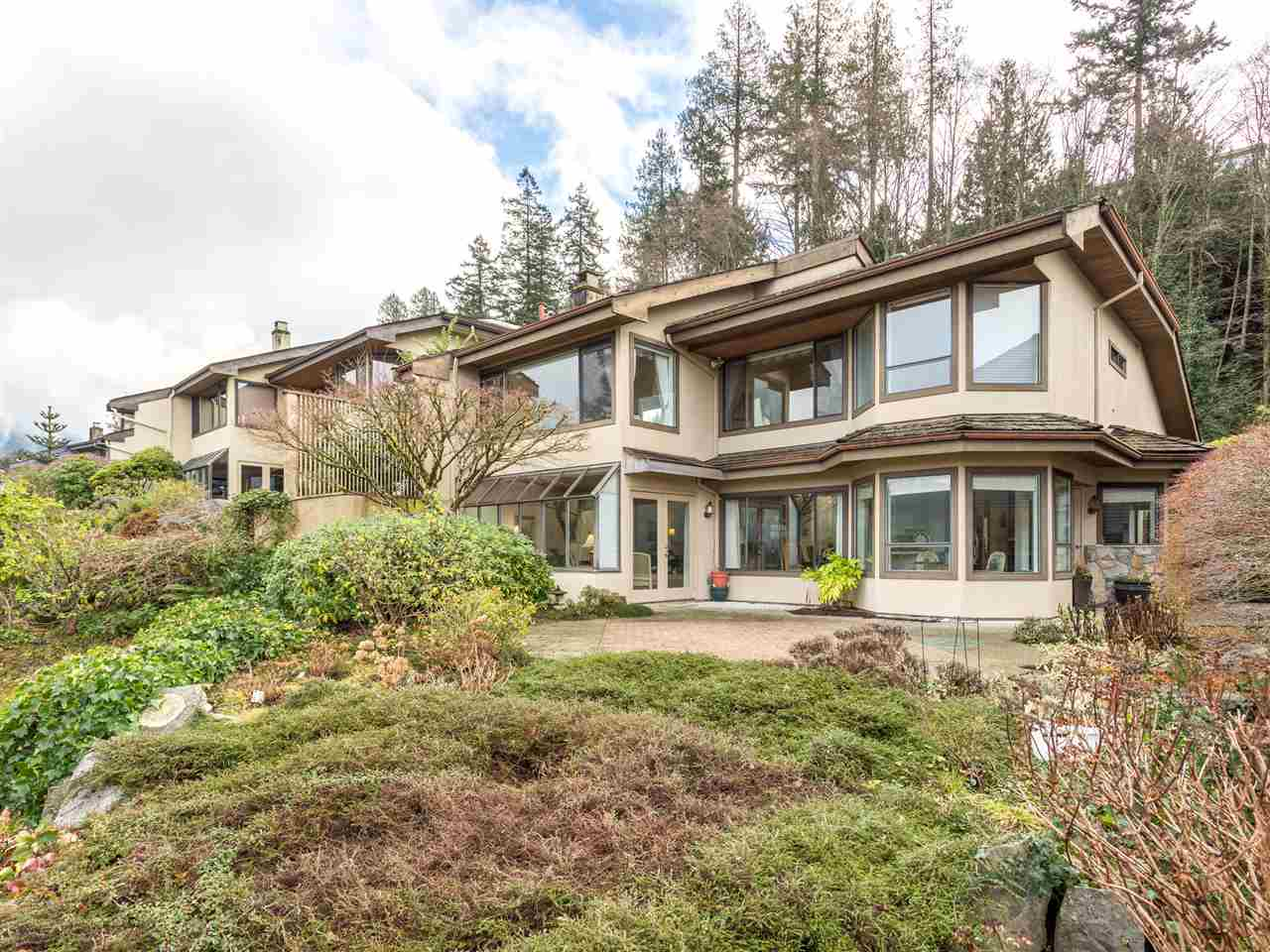 Main Photo: 5150 MEADFEILD ROAD in West Vancouver: Upper Caulfield Condo for sale : MLS®# R2031095