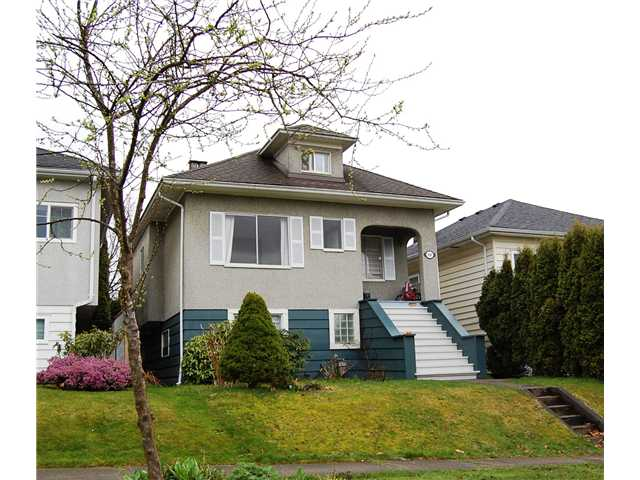 "Main Photo: 836 E 32ND Avenue in Vancouver: Fraser VE House for sale in ""FRASER"" (Vancouver East)  : MLS®# V974186"