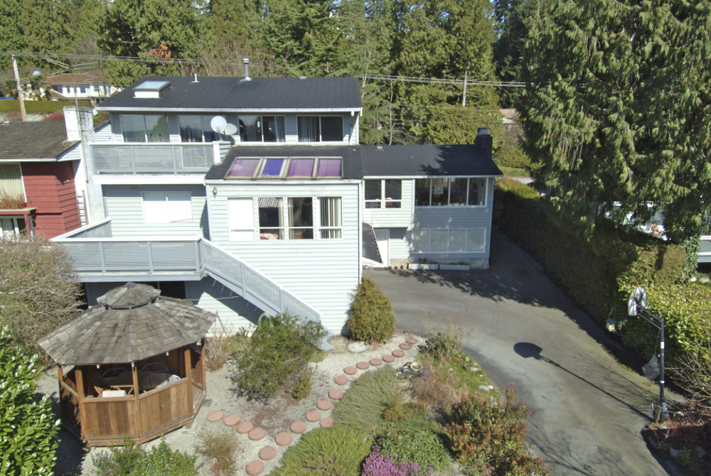 Main Photo: 1334 Mathers Avenue in West Vancouver: Ambleside Home for sale ()  : MLS(r) # V939418