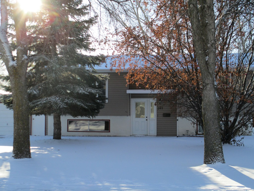 Main Photo: 241 Edward Avenue in DAUPHIN: Manitoba Other Residential for sale : MLS® # 1320917