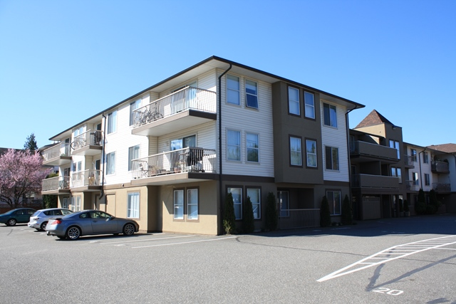 Main Photo: 109-45702 Watson Rd in Chilliwack: Condo for sale