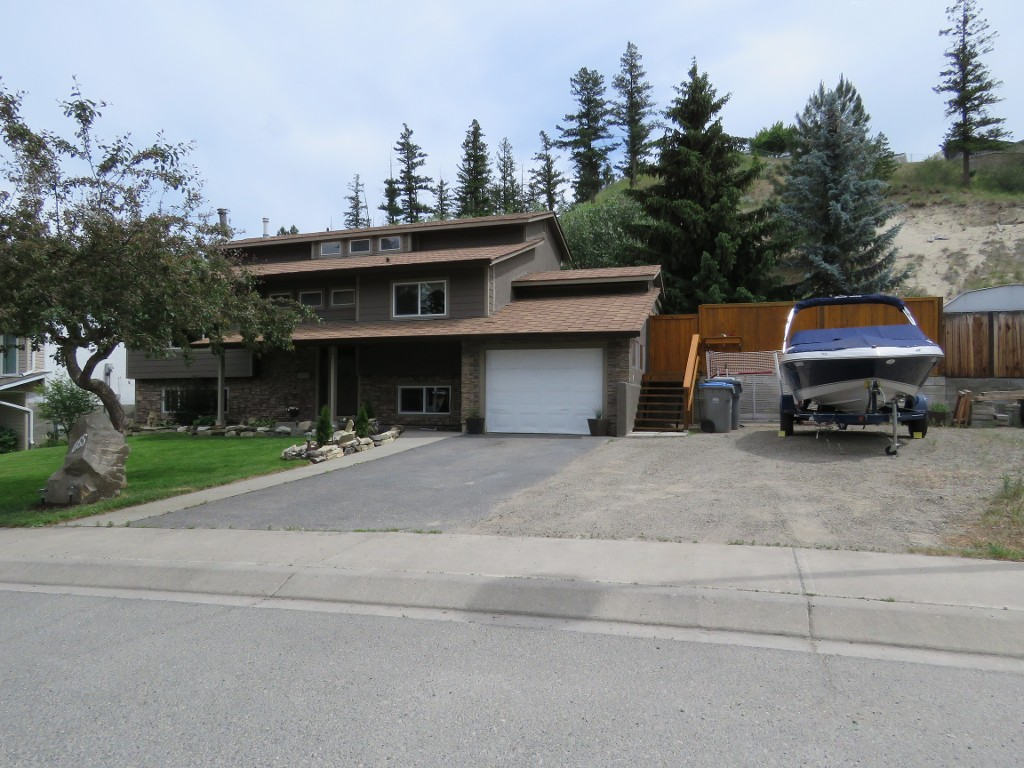 Main Photo: 665 Gleneagles Drive in Kamloops: Sahali House for sale : MLS(r) # 128869